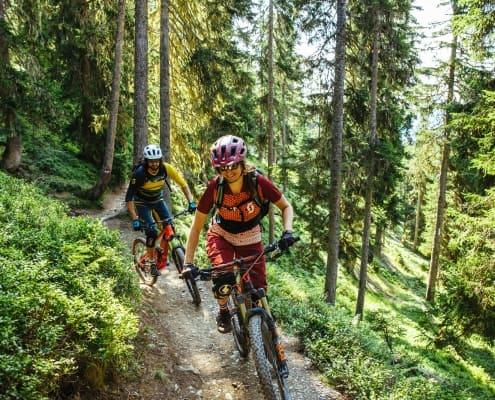 Mountainbiken am Wurzel Trail Saalbach